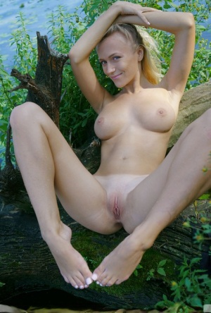 Shaved Pussy and Foot Pics